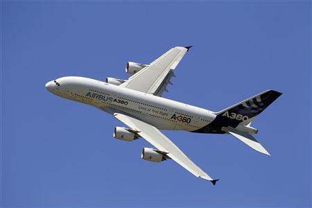An Airbus A380, the world's largest jetliner, takes part in a flying display during the 49th Paris Air Show at the Le Bourget airport near Paris June 26, 2011. REUTERS/Gonzalo Fuentes