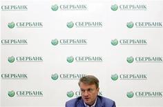 """Глава Сбербанка Герман Греф на пресс-конференции в Москве, 15 июля 2011 г. Крупнейший госбанк РФ Сбербанк ждет, что его чистая прибыль в 2012 году будет """"несколько больше"""", чем в 2011 году, несмотря на замедление роста кредитования, и по-прежнему надеется, что его SPO состоится в текущем году в одно из """"окон"""" на рынке"""". REUTERS/Denis Sinyakov"""