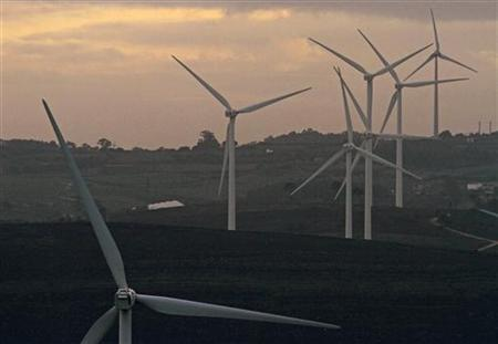 Wind turbines are seen in the north of Lisbon December 13, 2011. REUTERS/Jose Manuel Ribeiro/Files