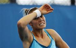 Нина Братчикова во время матча против сербки Елены Янкович на турнире Brisbane International 4 января 2012 года. Российская теннисистка Нина Братчикова не смогла пробиться в четвертый круг Открытого чемпионата Австралии. REUTERS/Daniel Munoz