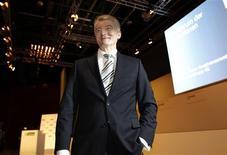 <p>Le PDG du conglomérat industriel ThyssenKrupp, Heinrich Hiesinger, a assuré vendredi à ses actionnaires qu'il ne comptait pas se retirer rapidement d'Amérique, et a prévenu que 2012 serait une année difficile avec une baisse sensible du bénéfice au premier trimestre. /Photo prise le 20 janvier 2012/REUTERS/Ina Fassbender</p>