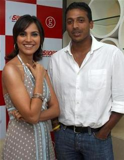 Bollywood actress Lara Dutta (L) and tennis player Mahesh Bhupathi pose for a picture during the launch of Dutta's official website in Mumbai February 2, 2009. REUTERS/Manav Manglani/Files