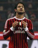 O jogador do Milan, Pato, reage durante uma partida de futebol contra o Inter de Milão no estádio San Siro, em Milão. 15/01/2012  REUTERS/Alessandro Bianchi
