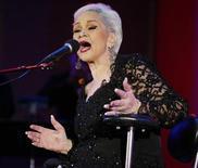 Cantora Etta James se apresenta no 26º Playboy Jazz Festival, em Hollywood, nos Estados Unidos, em 2004. 19/06/2004 REUTERS/Fred Prouser