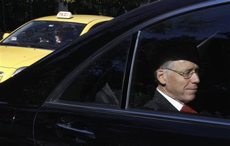 Head of the Institute of International Finance (IIF) Charles Dallara enters the Greek Prime Minister's office in a car in Athens, January 20, 2012.  REUTERS/Yiorgos Karahalis