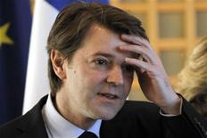 """<p>Le ministre français de l'Economie, François Baroin, a déclaré dimanche avoir """"bon espoir"""" que les négociations entre la Grèce et ses créanciers privés aboutissent à une conclusion. La Grèce négocie depuis des mois avec ses créanciers privés les modalités d'un échange de dette, condition essentielle à la mise en place d'un deuxième plan d'aide de 130 milliards d'euros, sans lequel le pays risque de faire défaut dès la fin du mois de mars. /Photo prise le 17 janvier 2012/REUTERS/Charles Platiau</p>"""