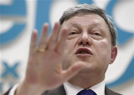 Grigory Yavlinsky, Russian presidential candidate and founder of the Yabloko party, gestures during a news conference in Moscow January 23, 2012. REUTERS/Anton Golubev