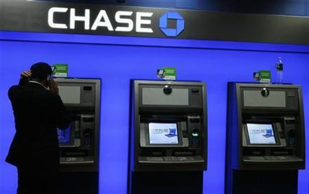 A man stands next to ATMs inside a JP Morgan Chase bank branch in New York, October 15, 2008. REUTERS/Lucas Jackson