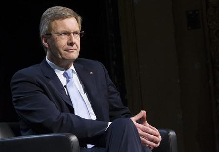 German President Christian Wulff attends a public talk with the publisher of the weekly Die Zeit, Josef Joffe (not pictured), at the Berliner Ensemble theatre in Berlin, January 22, 2012.  REUTERS/Thomas Peter