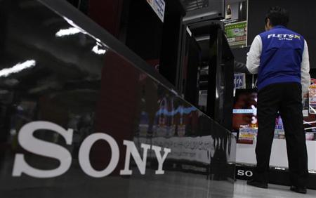 Sony Corp's logo is pictured at an electronics store in Tokyo November 2, 2011.  REUTERS/Yuriko Nakao