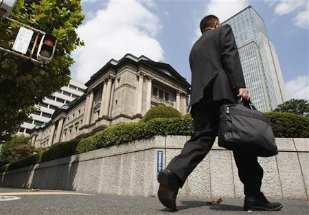 A man passes the Bank of Japan (BOJ) building in Tokyo September 17, 2009. REUTERS/Yuriko Nakao/Files
