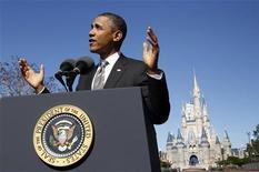 Президент США Барак Обама рассказывает о планах развития туристической отрасли в Disney World's Magic Kingdom в Орландо 19 января 2012 года. Президент США Барак Обама выступит с новыми инициативами в сферах занятости, налогов и жилья в обращении к Конгрессу во вторник, стремясь использовать этот шанс, чтобы создать фундамент для переизбрания на второй срок. REUTERS/Kevin Lamarque