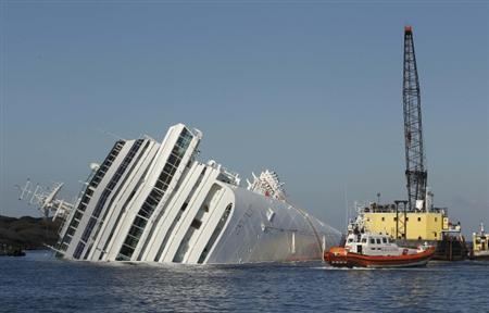 An oil recovery sea platform is seen next to the Costa Concordia cruise ship off the west coast of Italy, at Giglio island January 24, 2012. REUTERS/Tony Gentile