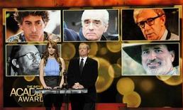 Atriz Jennifer Lawrence e o presidente da Academia de Artes e Ciências Cinematográficas, Tom Sherak, anunciam os indicados ao Oscar de melhor diretor de 2012 em Beverly Hills, Califórnia. 24/01/2012 REUTERS/Phil McCarten