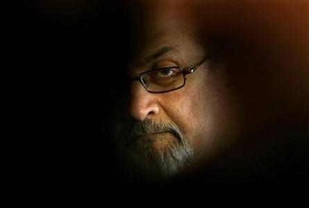 British author Salman Rushdie poses for photographers during a photocall before his news conference at Asia house in Barcelona April 1, 2009. REUTERS/Gustau Nacarino/Files
