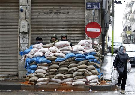 Syrian soldiers secure a checkpoint in Homs January 23, 2012. REUTERS/Ahmed Jadallah
