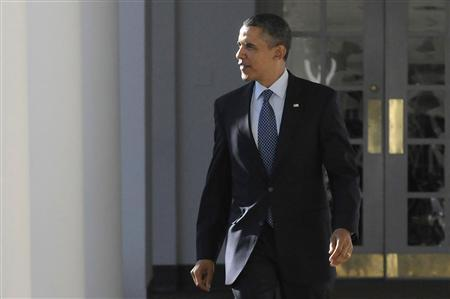 U.S. President Barack Obama walks along the colonnade outside the Oval Office at the White House in Washington, January 24, 2012. REUTERS/Jonathan Ernst