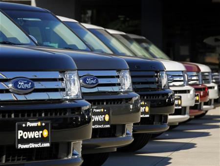 Ford Flex vehicles are lined up for sale at a Ford dealership in Tustin, California January 4, 2012.   REUTERS/Mike Blake