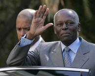 Angola's President Jose Eduardo dos Santos waves as he leaves Sao Bento Palace in Lisbon March 11, 2009.  REUTERS/Hugo Correia
