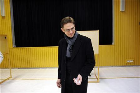 Finnish Prime Minister Jyrki Katainen casts his vote at a local school in Espoo January 22, 2012. REUTERS/Lehtikuva/Mikko Stig/Files
