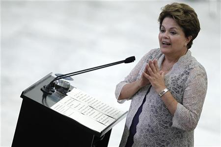 Brazil's President Dilma Rousseff speaks during a ceremony commemorating the award of one million grants from the University for All Program (ProUni) at the Planalto Palace in Brasilia January 23, 2012. REUTERS/Ueslei Marcelino