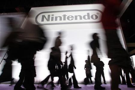 1月26日、任天堂は2012年3月期の連結営業損益予想を450億円の赤字に下方修正する(従来予想は10億円の黒字)と発表した。ロサンゼルスで昨年6月撮影(2012年 ロイター/Danny Moloshok)