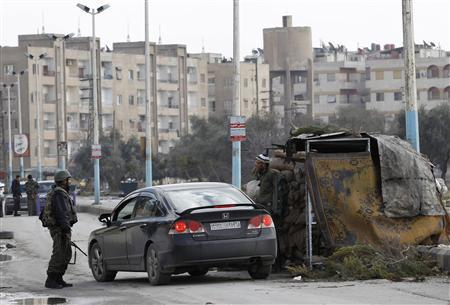 Syrian soldiers are seen at a checkpoint in Damascus countryside Harasta January 26, 2012. REUTERS/Ahmed Jadallah
