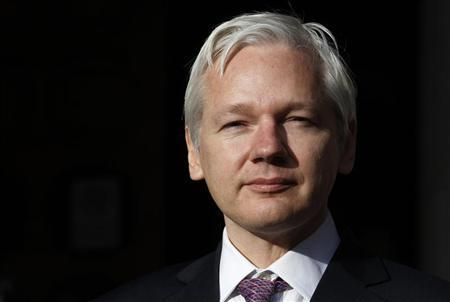 WikiLeaks founder Julian Assange speaks to the media outside the High Court in London December 5, 2011. REUTERS/Suzanne Plunkett