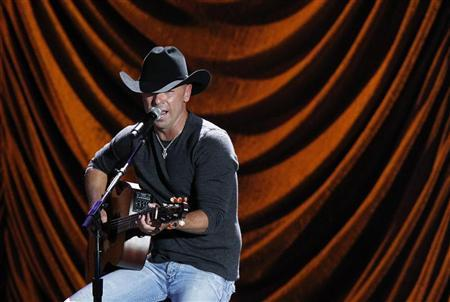 Kenny Chesney performs during ''A Decade of Difference: A Concert Celebrating 10 Years of the William J. Clinton Foundation'' at the Hollywood Bowl in Hollywood, California October 15, 2011.  REUTERS/Mario Anzuoni