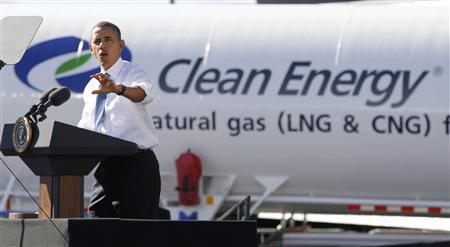 President Barack Obama delivers remarks at a UPS facility in Las Vegas, Nevada, January 26, 2012. Obama used the event to talk about American energy and liquefied natural gas.       REUTERS/Jason Reed