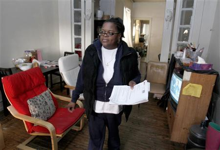 Jennifer Wilson, a former nursery school teacher from Philadelphia, walks in the living room of her residence in Philadelphia, Pennsylvania January 20, 2012.   REUTERS/Tim Shaffer