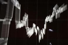 График с динамикой индекса WIG20, отображаемый на экране на Варшавской фондовой бирже 28 сентября 2011 года. Инвесторы предпочли России другие развивающиеся рынки, интерес к которым не ослабевает с начала 2012 года, следует из статистики EPFR Global, на которую ссылаются Уралсиб и Тройка Диалог. REUTERS/Kacper Pempel