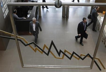 People walk inside a hall of the Athens Stock Exchange in Athens January 23, 2012. REUTERS/John Kolesidis