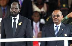 South Sudan's President Salva Kiir (L) and Sudan's President Omar Hassan al-Bashir attend the Independence Day ceremony in South Sudan's capital Juba July 9, 2011.    REUTERS/Thomas Mukoya