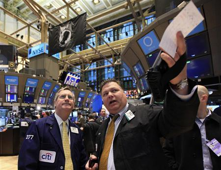 Traders work on the floor of the New York Stock Exchange January 27, 2012. REUTERS/Brendan McDermid
