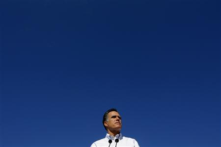 Republican presidential candidate and former Massachusetts Governor Mitt Romney pauses while speaking at a campaign stop at Paramount Printing in Jacksonville, Florida January 26, 2012. REUTERS/Brian Snyder