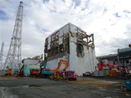 The crippled Fukushima Daiichi nuclear power plant's No.4 reactor building is seen before the removal of debris on the upper side of the unit in Fukushima prefecture, in this handout picture taken on September 22, 2011. REUTERS/Tokyo Electric Power Co./Handout