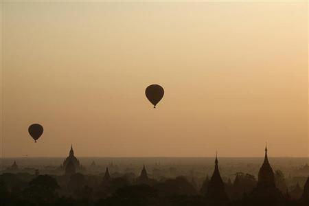 Hot air balloons fly over the temple-studded plains of Bagan January 14, 2010. REUTERS/Soe Zeya Tun (MYANMAR - Tags: SOCIETY ENVIRONMENT)