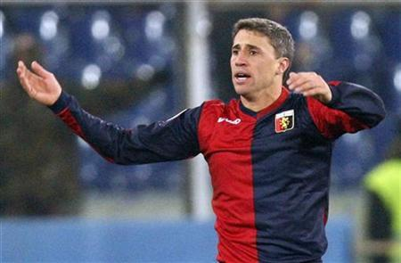 Genoa's Hernan Crespo celebrates after scoring against Valencia during their Europa League soccer match at the Ferraris stadium in Genoa December 17, 2009. REUTERS/Giampiero Sposito/Files