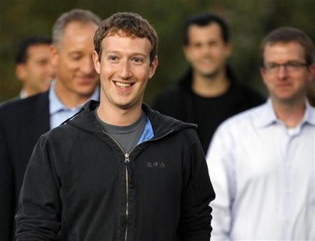 Facebook founder and CEO Mark Zuckerberg walks out to speak to reporters at Harvard University in Cambridge, Massachusetts November 7, 2011.   REUTERS/Brian Snyder