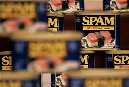 Cans of Hormel Foods Corp's Spam are pictured at a news conference in Tokyo December 11, 2008. REUTERS/Michael Caronna