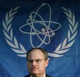 Глава комиссии МАГАТЭ Джеймс Лайонс на пресс-конференции в Токио 31 января 2012. Эксперты МАГАТЭ во вторник одобрили результаты стресс-тестов, призванных показать, что атомные станции в Японии способны выдержать удары стихии подобные тем, что привели к катастрофе на АЭС в Фукусиме. REUTERS/Toru Hanai