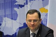 Премьер-министр Чехии Петр Нечас на пресс-конференции ЕС в Брюсселе, 30 января 2012 г. Чехия изучит договор Европейского союза об ужесточении бюджетной дисциплины в ближайшие недели, прежде чем принять окончательное решение о присоединении, сообщило правительство во вторник. REUTERS/Philippe Wojazer