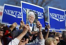 """<p>Lors d'un meeting de campagne de Newt Gingrich à The Villages, en Floride. L'ancien président de la Chambre des représentants, candidat à l'investiture républicaine pour l'élection présidentielle américaine, fait l'objet de poursuites en justice pour avoir utilisé la chanson """"Eye of the Tiger"""" (Oeil du Tigre), bande originale du film """"Rocky III"""", lors de ses meetings de campagne. /Photo prise le 29 janvier 2012/REUTERS/Shannon Stapleton</p>"""