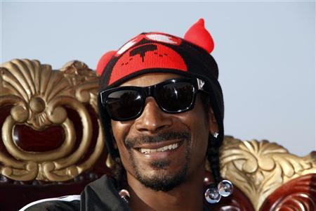 Snoop Dogg poses before the ''Isle of MTV Malta Special'' concert in Floriana, outside Valletta, June 30, 2011.  REUTERS/Darrin Zammit Lupi