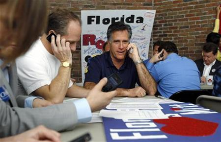 Republican presidential candidate and former Massachusetts Governor Mitt Romney calls potential voters from his campaign offices in Tampa, Florida January 31, 2012. REUTERS/Brian Snyder