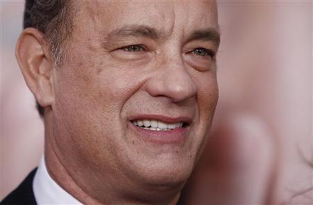 Cast member Tom Hanks arrives for the premiere of the film ''Extremely Loud and Incredibly Close'' in New York, December 15, 2011. REUTERS/Carlo Allegri