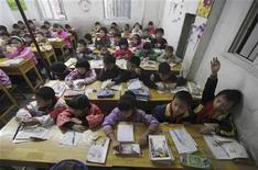 <p>Pékin a interdit à des écoles maternelles d'une province septentrionale de procéder à la lecture des lignes de la main des bambins pour déterminer leur potentiel scolaire. /Photo d'archives/REUTERS</p>