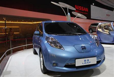 Nissan Motor's electric car Leaf is displayed at the 9th China (Guangzhou) International Automobile Exhibition in Guangzhou November 21, 2011. REUTERS/Tyrone Siu/Files