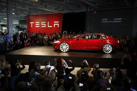 Tesla Motors CEO Elon Musk drives a  Model S, the company's first full-size electric sedan, at the Tesla factory in Fremont, California October 1, 2011.  REUTERS-Stephen Lam